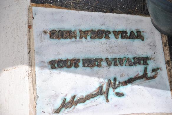 """""""Rien n'est vrai, tout est vivant"""" is the epitaph on Glissant's grave"""